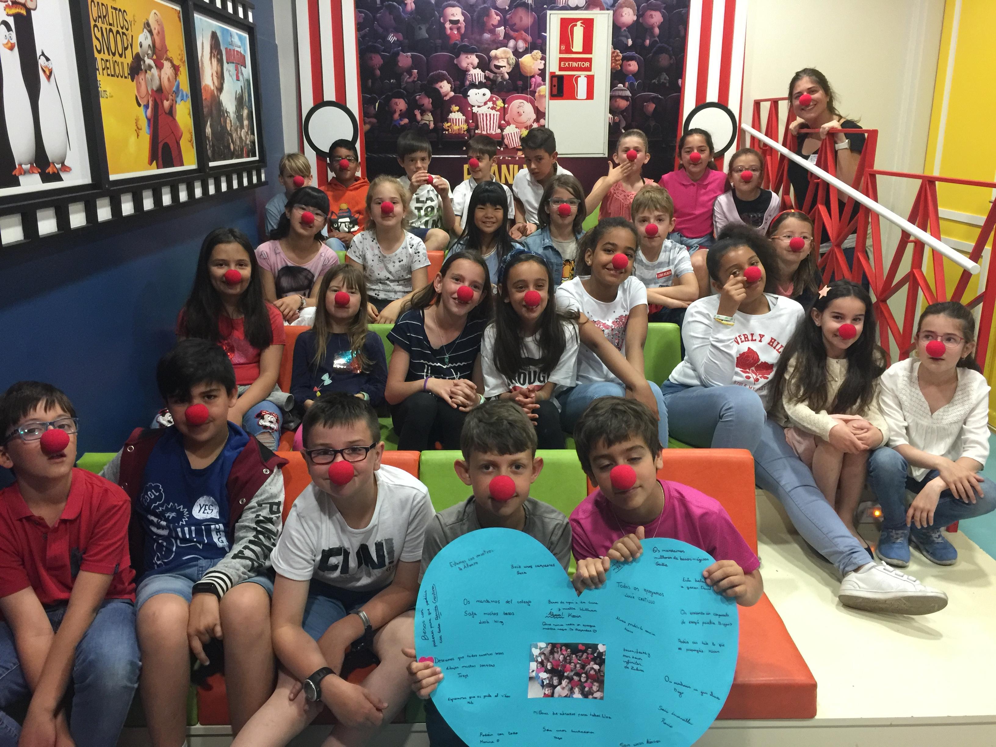 El grupo de 4º C representa a los alumnos SaFa en el evento del «Día del niño hospitalizado»